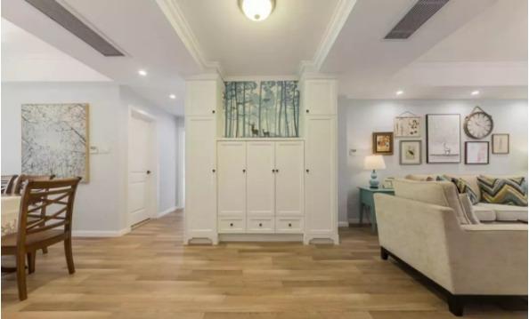 119平的现代美式风三居室,浅色调的设计显得更舒适